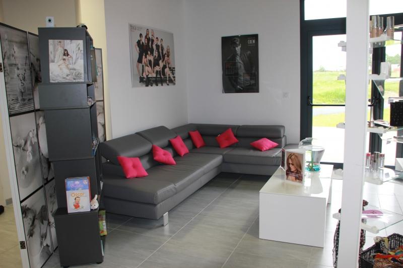 photos pr sentation du salon. Black Bedroom Furniture Sets. Home Design Ideas